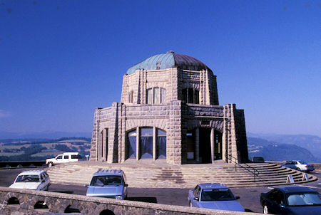 Vista House Museum and viewpoint, Columbia River, Oregon