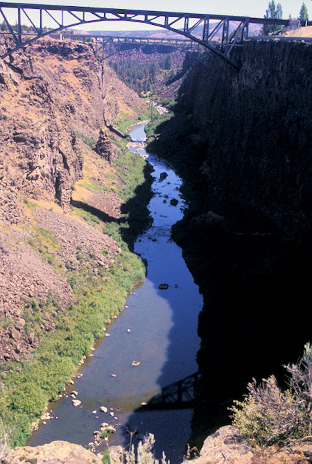 Crooked River at US 97 south of Madras, north of Bend, Oregon